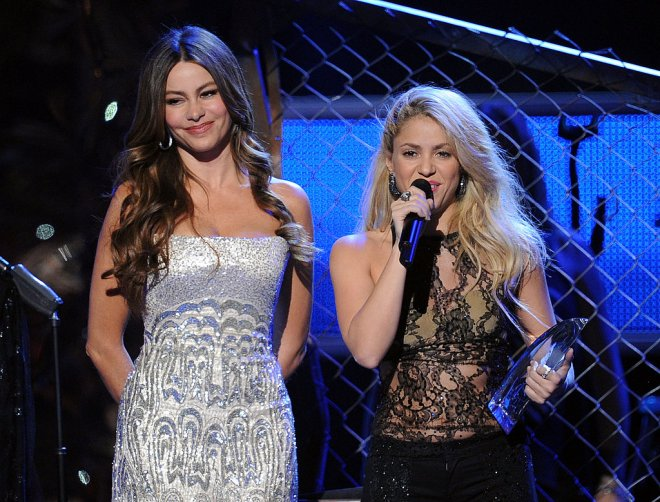 Sofia-Vergara-Shakira-shared-stage-Latin-Grammys