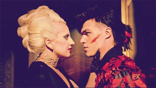 Avance American Horror Story Hotel (5x02) Chutes and Ladders - Lady Gaga, Finn Wittrock (Condesa Elizabeth sangrienta, Tristan Duffy)