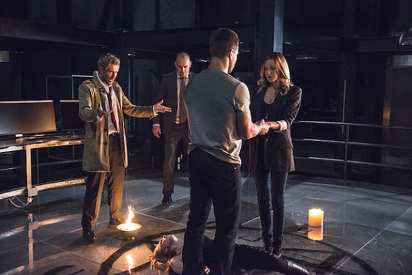 ustv-arrow-constantine-crossover-still-01.jpg
